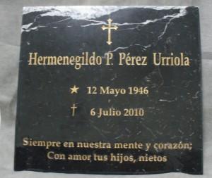Lápida funeraria en mármol negro
