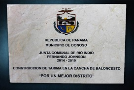 Placa municipal con logo a colores